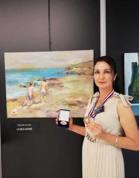 """Ангелина Недин Бронзов медал- трета награда за живопис на 36-то Биенале """"Международен салон за живопис и скулптура"""" гр. Вител Франция 2021"""